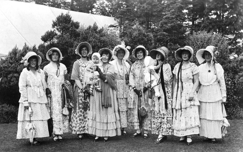 Women perofrmers in Carlisle pageant 1928